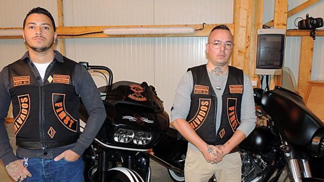 Couleurs des differents clubs de bikers - Page 31 Norman10
