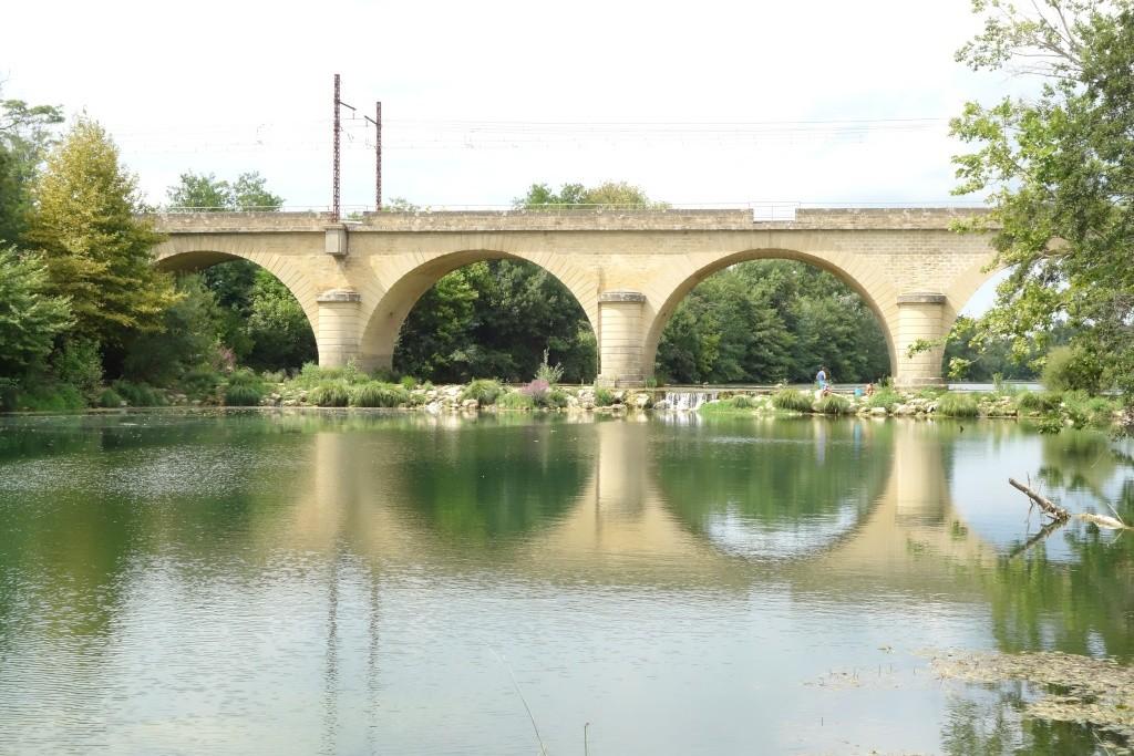 Pont ferroviaire à Gallargues-le-montuex Dsc04415