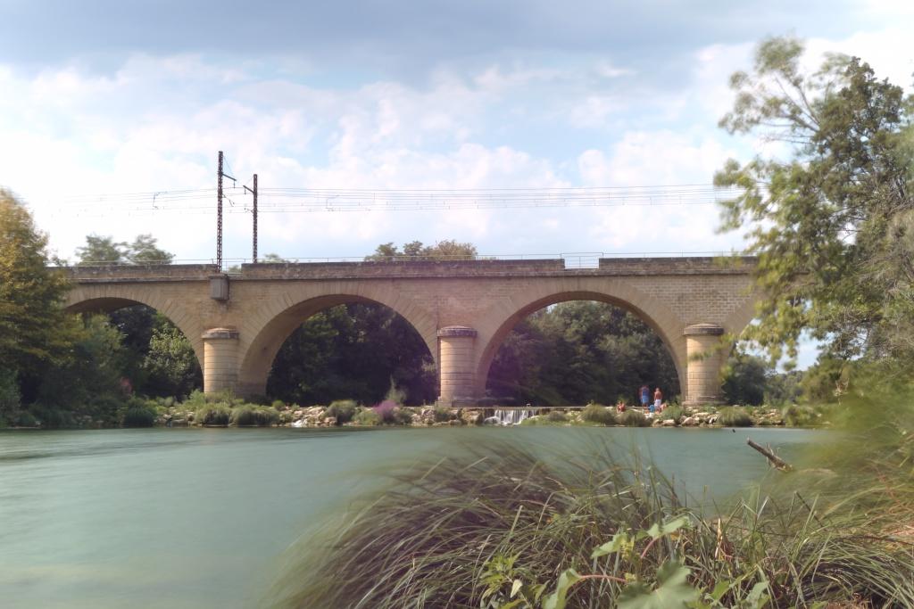 Pont ferroviaire à Gallargues-le-montuex Dsc04416