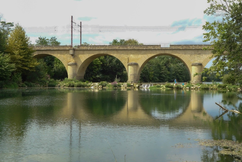 Pont ferroviaire à Gallargues-le-montuex Dsc04417