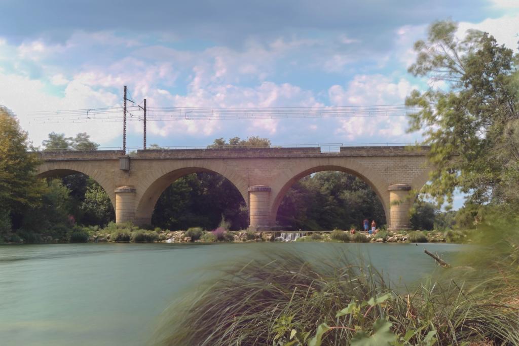 Pont ferroviaire à Gallargues-le-montuex Dsc04418