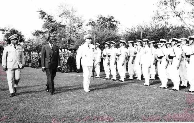 [Les traditions dans la Marine] Le salut militaire - Page 4 14_71010