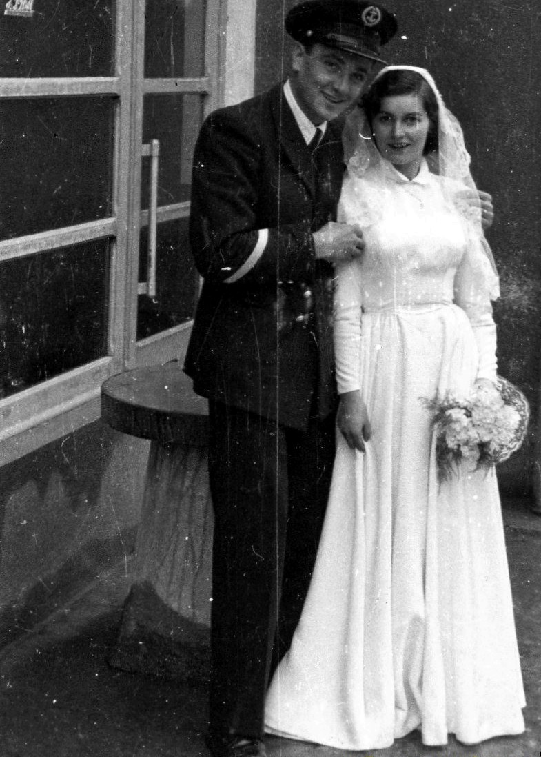 [Les traditions dans la Marine] Mariage en tenue - Page 2 8211