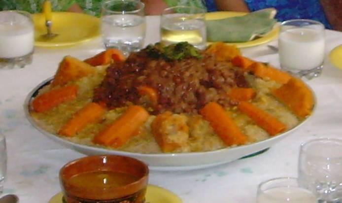 Couscouss ou Ksskssou marocain aux oignons caramelisés (Tfaya)  et légumes Imagec13