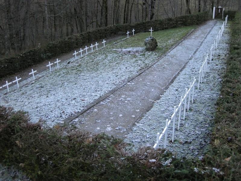 Le cimetière des miliciens au Grand Bornand (74) Cimetg11