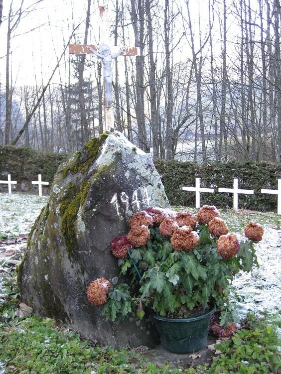 Le cimetière des miliciens au Grand Bornand (74) Cimetg12