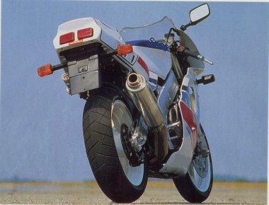 JO - Quelle moto ? n°2 - Page 39 Moto210