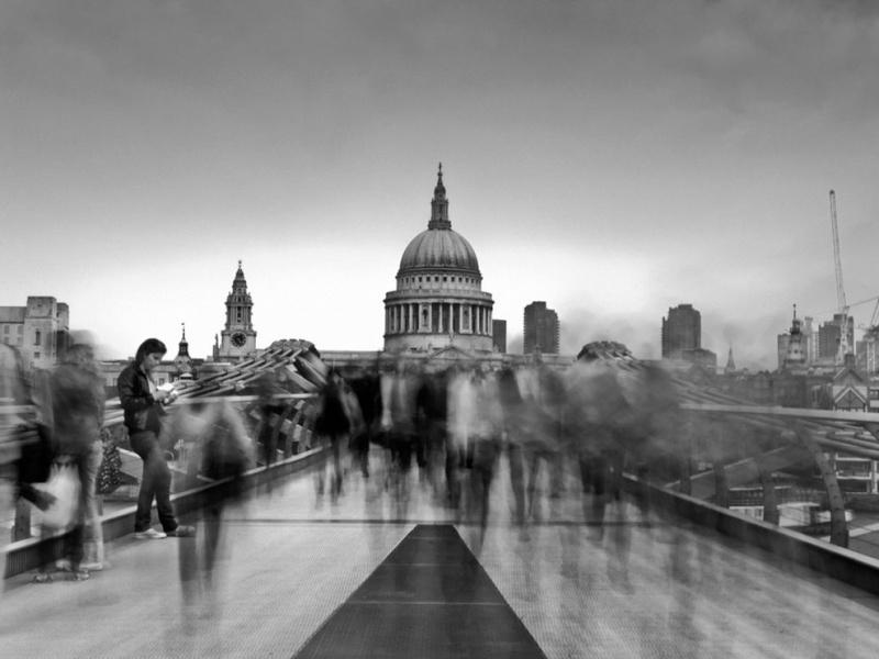 Londres, La City, prise sous le Millennium Bridge, depuis la Tate Modern (Bankside) Millen10