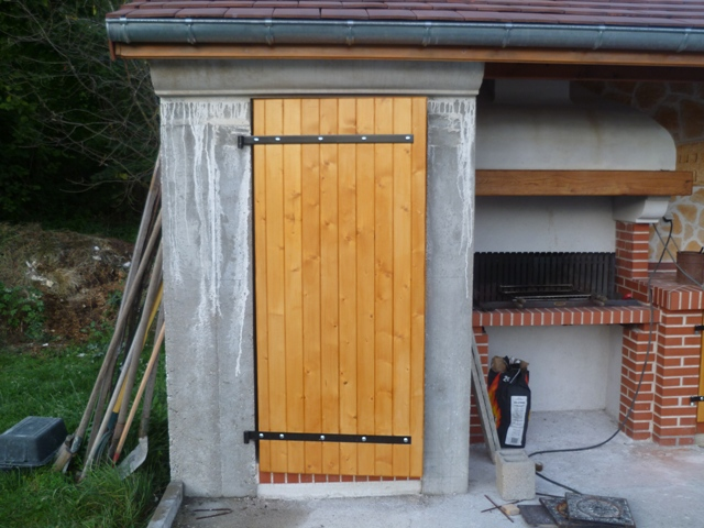 [Réalisation] Une porte/volet à clefs pour mon abri de jardin P1030411