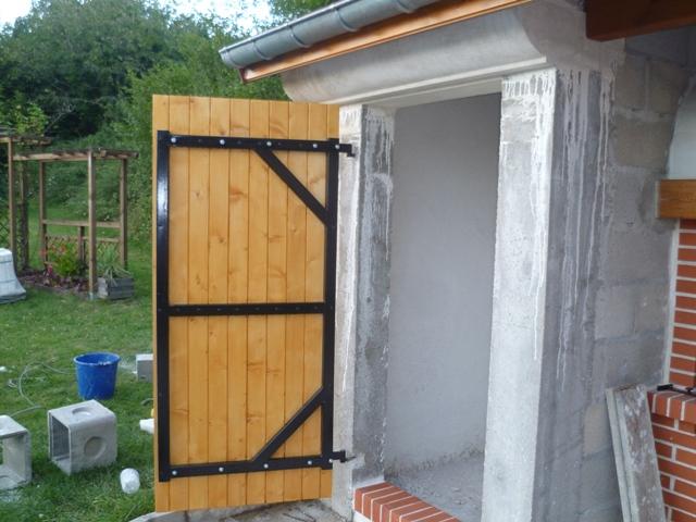 [Réalisation] Une porte/volet à clefs pour mon abri de jardin P1030412