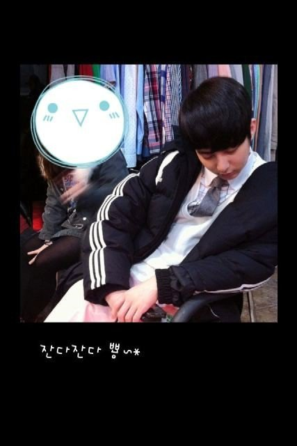 [photo] Hyung Jun dozing off during MV shooting 18066410