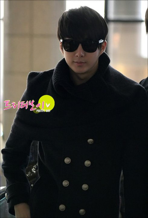 [photos] Hyung Jun at Gimpo Airport 18-02-2011 18162810