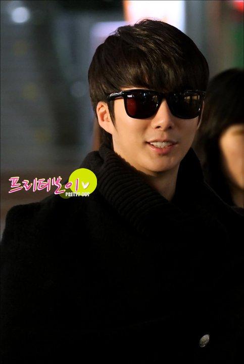[photos] Hyung Jun at Gimpo Airport 18-02-2011 18247910