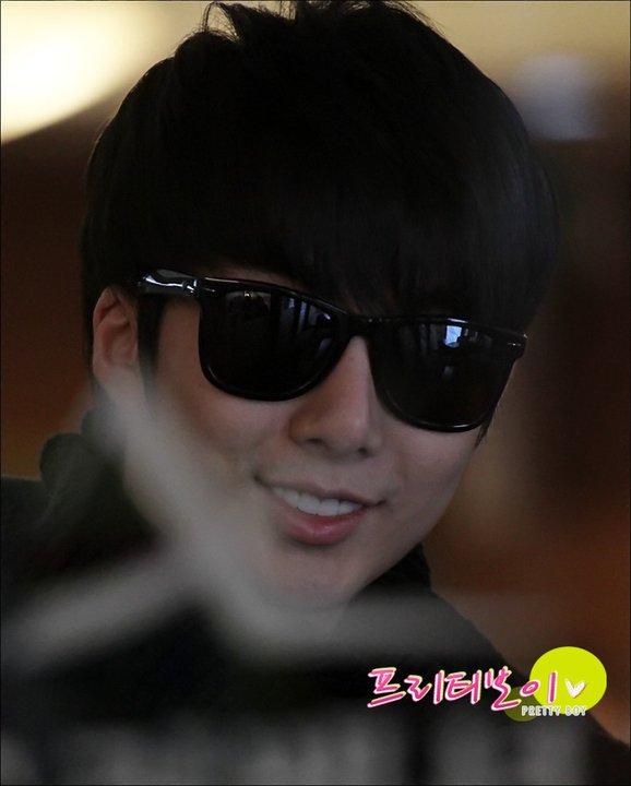 [photos] Hyung Jun at Gimpo Airport 18-02-2011 18380110