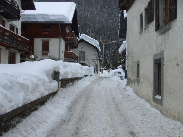 Photos de neige, dans le massif du Mont Blanc - Page 2 Dscf4410
