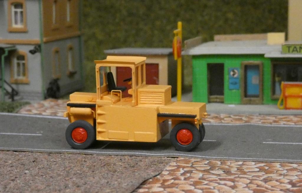 Straßen-Gummirad-Walze G 16(SGW 16) 0110