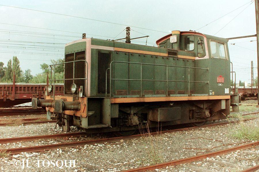 Y7100 : Locotracteur ancien Y-710011