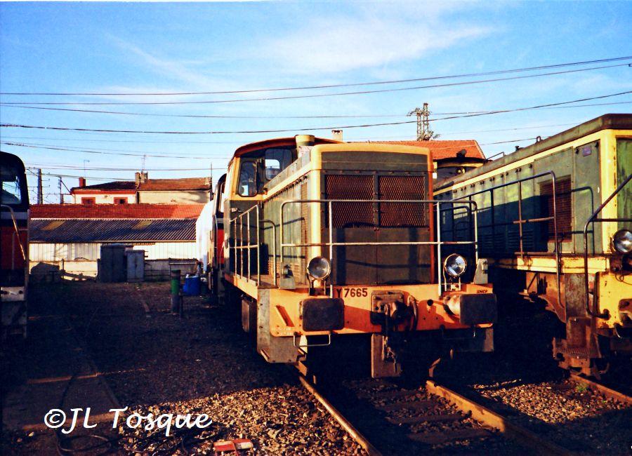 Y7400 : Locotracteur ancien Y-750010