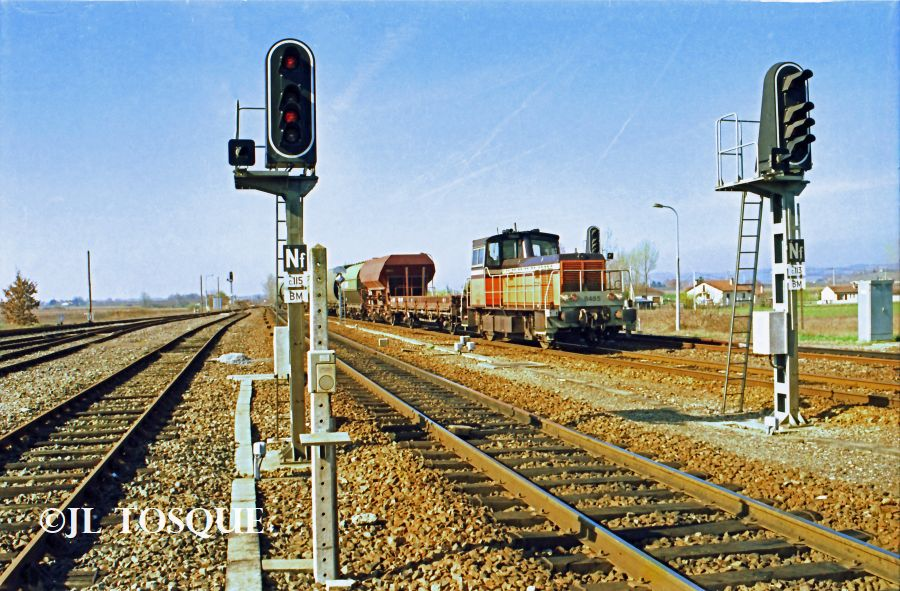 Y8400 : Locotracteur ancien Y-840010