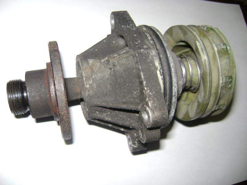 changement pompe a eau V8  Dsc00310