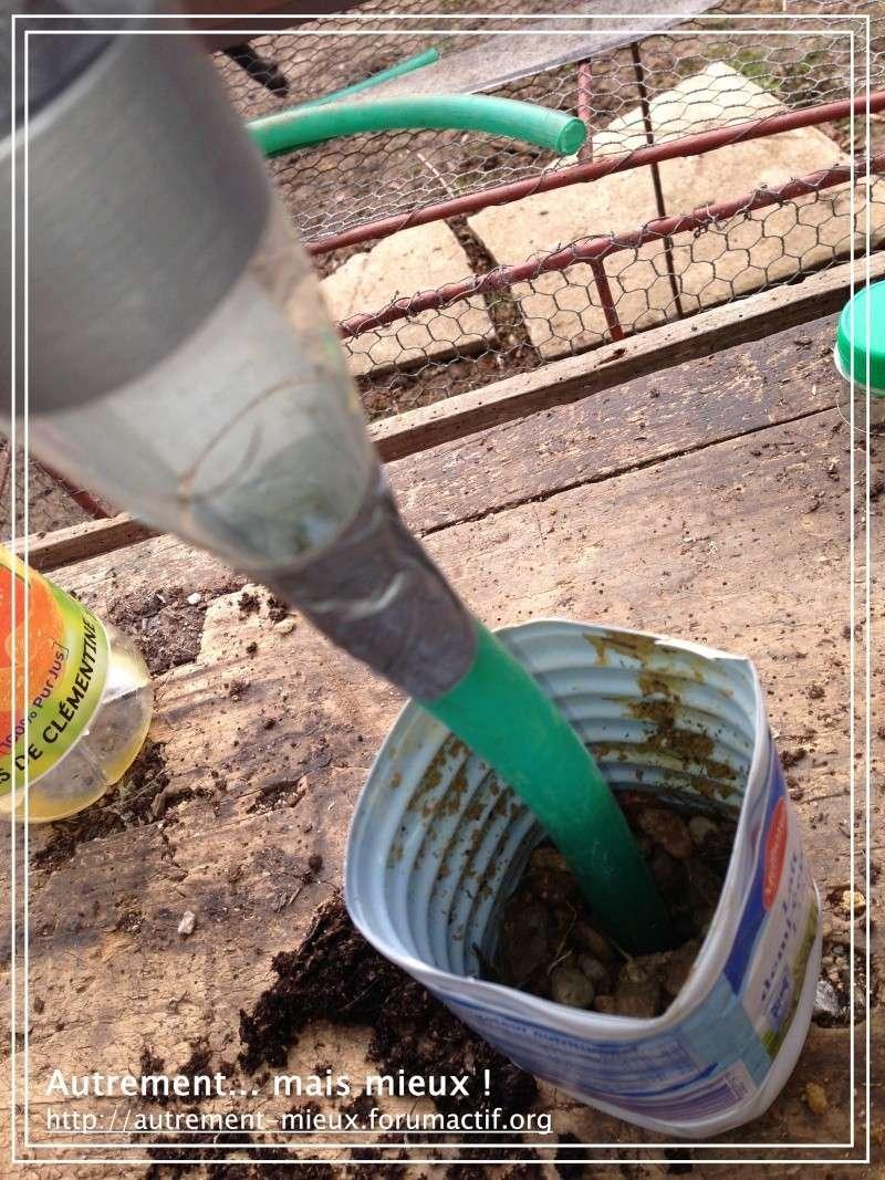 """Un pot """"à réserve d'eau"""" à partir de n'importe quel pot Img_0627"""