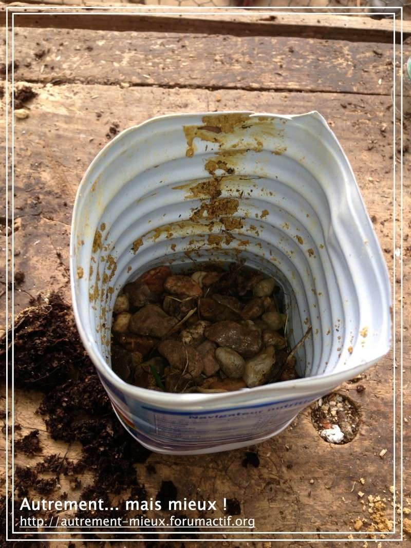 """Un pot """"à réserve d'eau"""" à partir de n'importe quel pot Img_0628"""