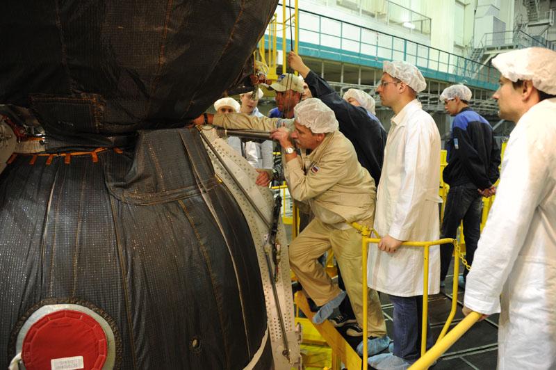 Lancement & fin de mission de Soyouz TMA-10M  - Page 2 Soyuz108