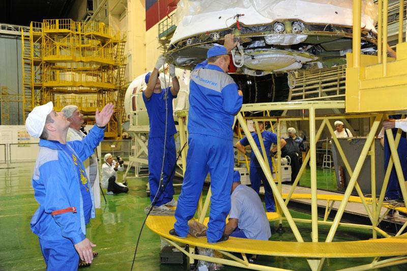 Lancement & fin de mission de Soyouz TMA-10M  - Page 2 Soyuz_82