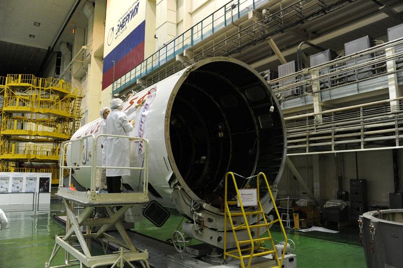 Lancement & fin de mission de Soyouz TMA-10M  - Page 2 Soyuz_85