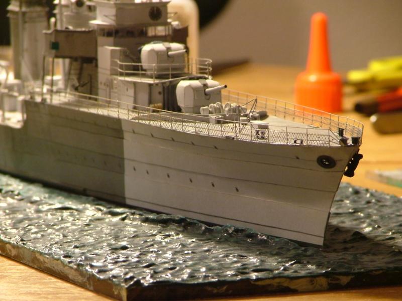 Contre-torpilleur Jaguar - 1/200 - Page 2 Dscf4210