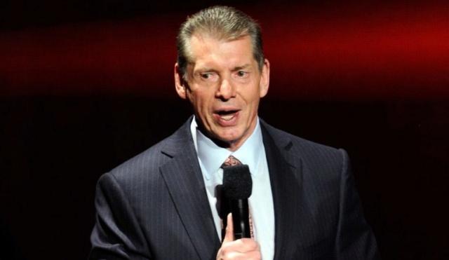 McMahon semble beaucoup s'intéresser à un lutteur Wwe-vi10