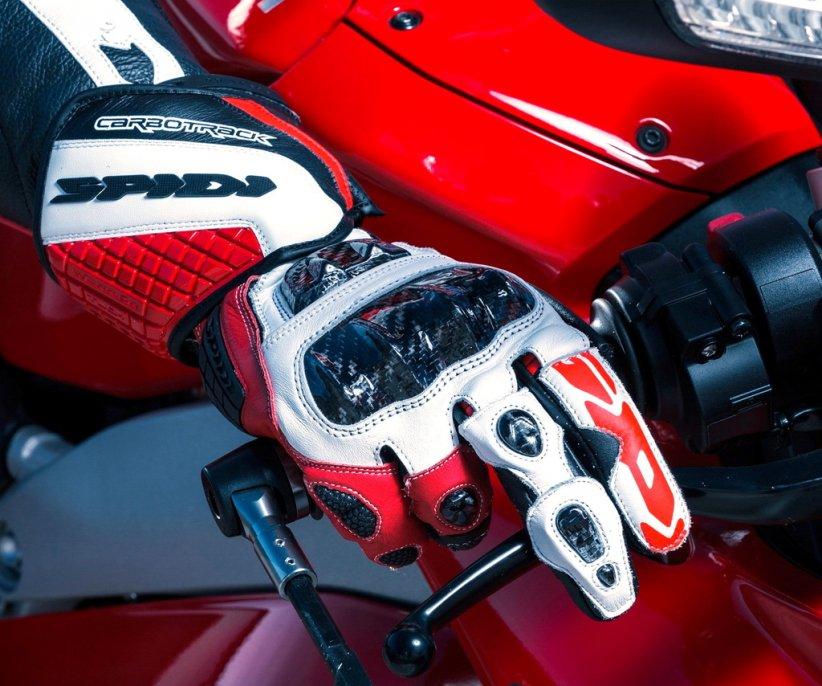 Gants Spidi Carbo Track Evo : Haute couture pour hautes vitesses 473_mo13