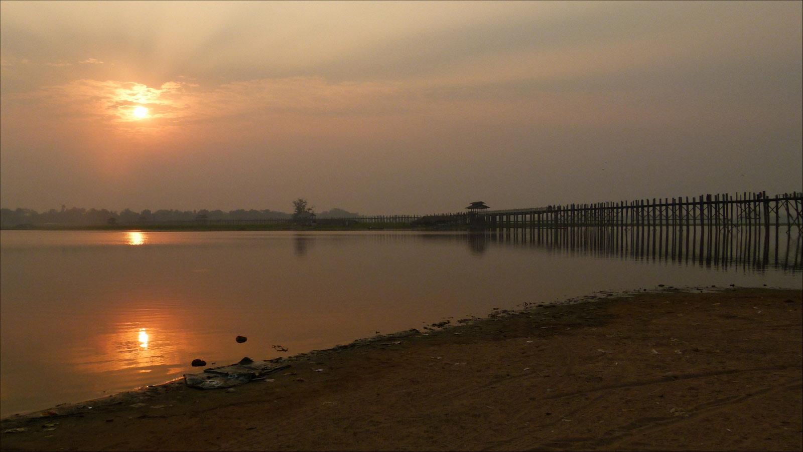 sunset sur le pont U Bein P1300710