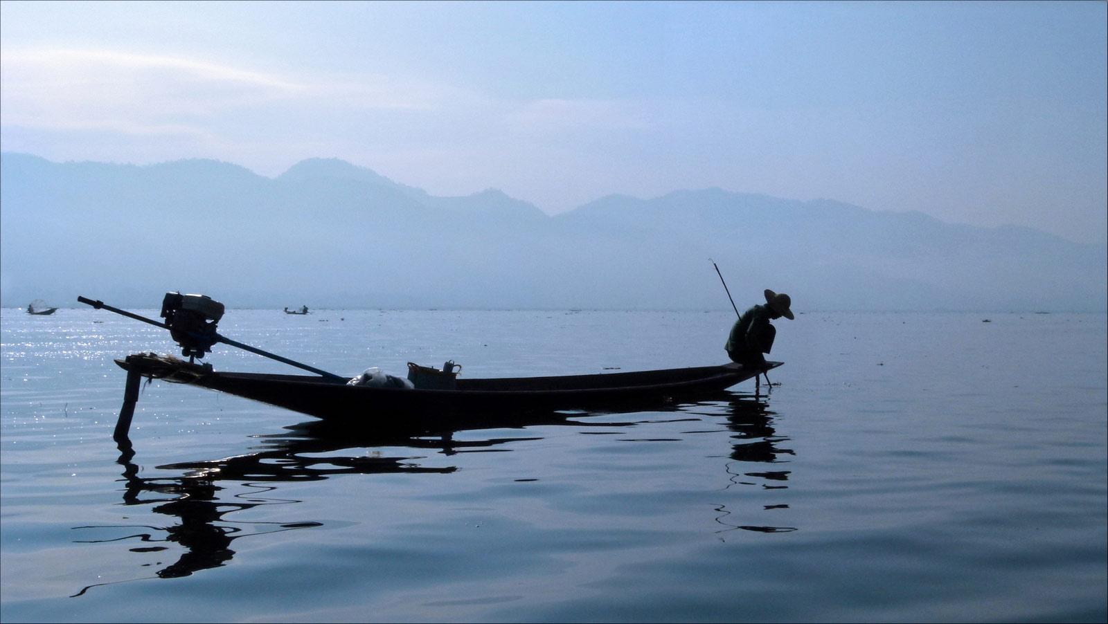 contre jour au lac Inle P1310211