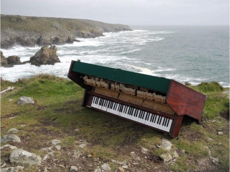 Comment ce piano est-il arrivé là? 55200410