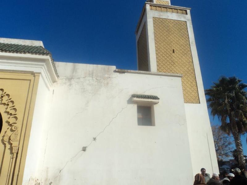 المسجد الأعظم يهدد بالانهيار فوق رؤوس مرتاديه في أي لحظة 48112510