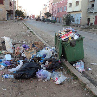 سكان مدينة الكارة يعانون من تراكم الأزبال بأحياءهم  8608_210