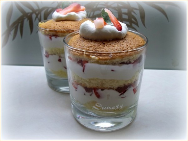 Shortcake aux fraises en verrine 11239210