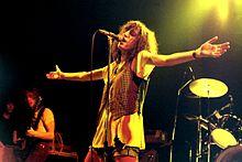 Patti Smith. 220px-12