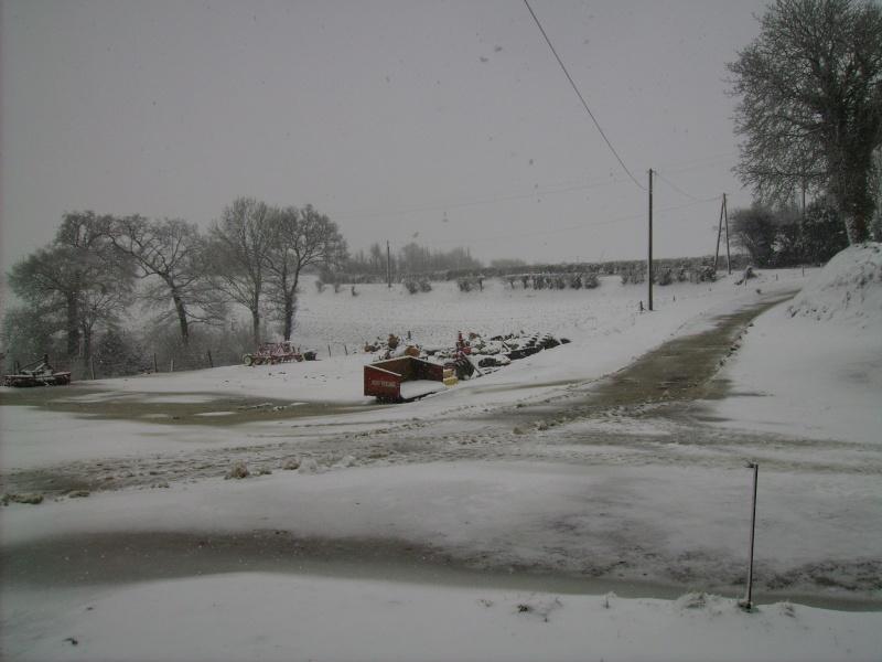 la neige est-elle arrivée chez vous ?  - Page 18 Pict0421
