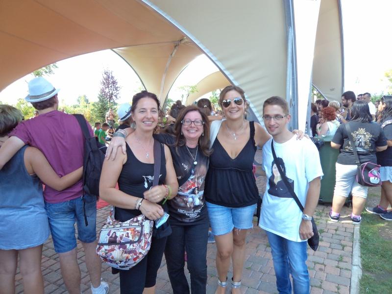 Evento Magicland - Inaugurazione prima statua dedicata a Michael in Italia - Pagina 6 Dsc01210