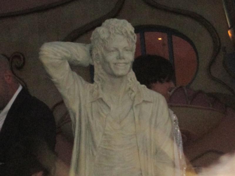 Evento Magicland - Inaugurazione prima statua dedicata a Michael in Italia - Pagina 5 Magicl22