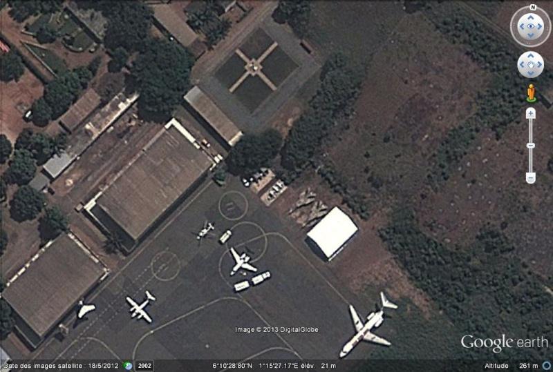 Flogger égarés sur l'aéroport de Lomé (notez la rime) - Togo Mig-2310