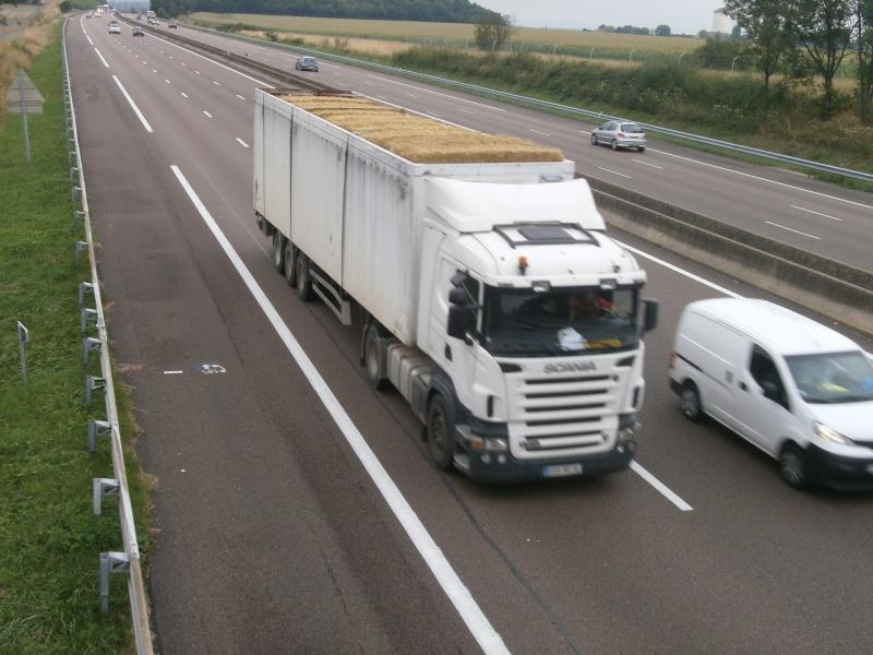 Transports de paille - Page 2 P8080118