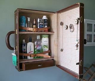 Photos de votre armoire spéciale rasage (ou de la partie réservée au rasage) - Page 2 Medici10