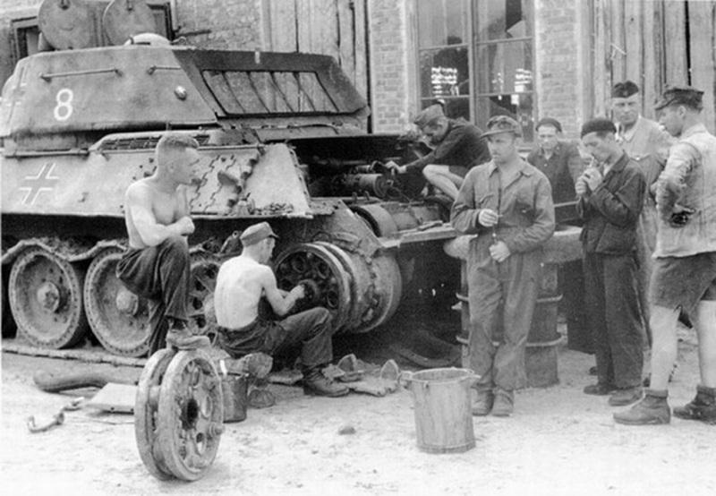 AFV T34/76 Model 1942/43 Factory N°.183  - Page 2 Police10