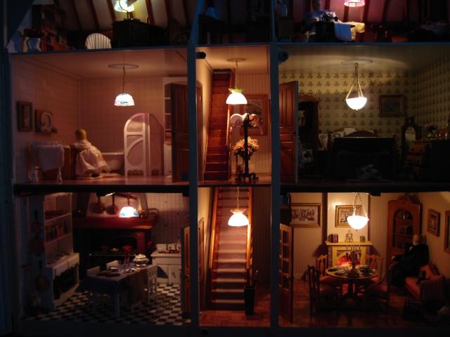 la maison de poupée Img_5721