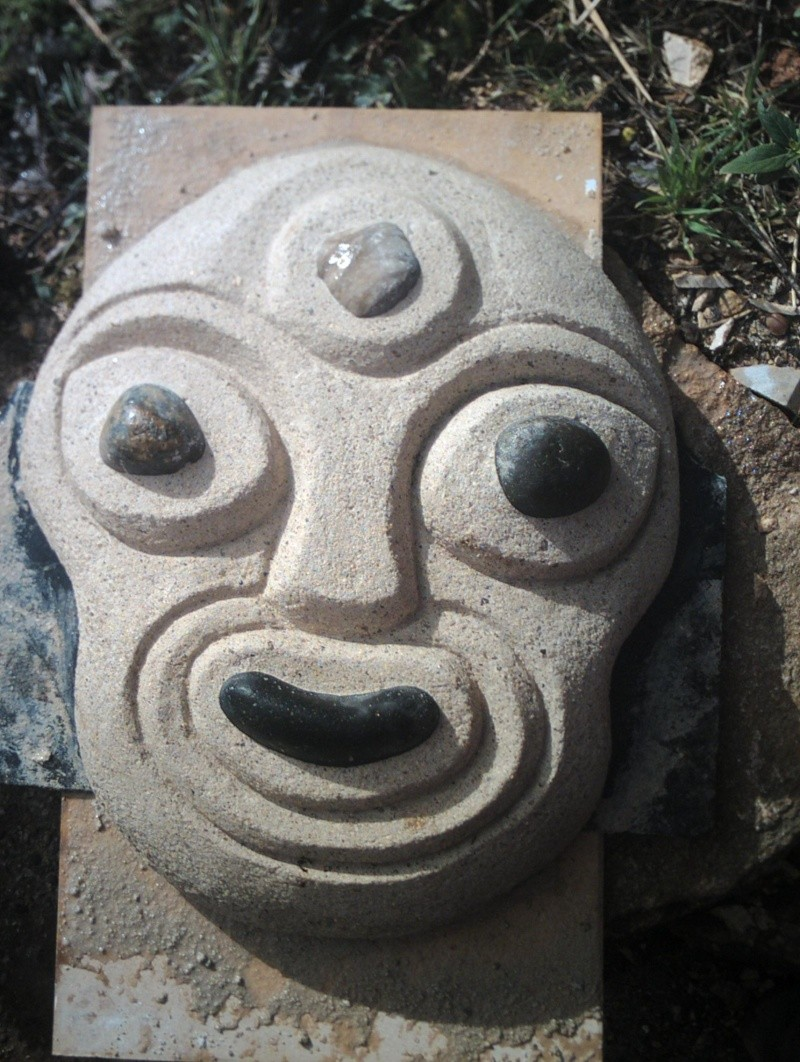 test sculpture masque chaux et galets Crim0030