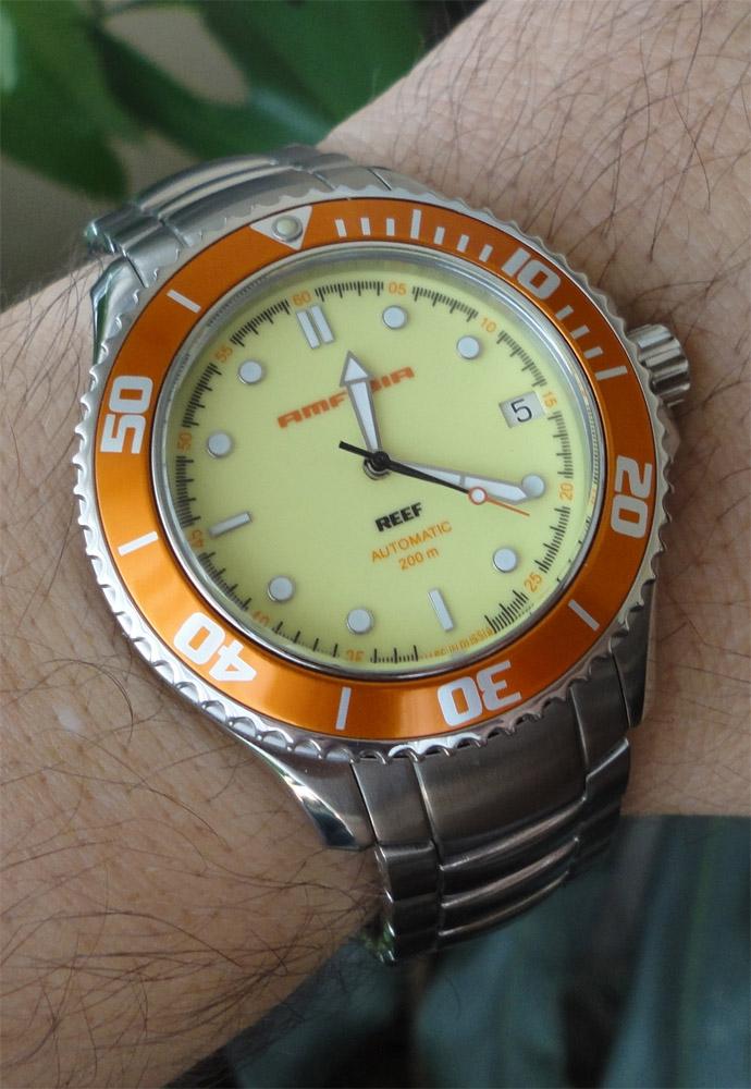 montre a fond jaune Vostok10