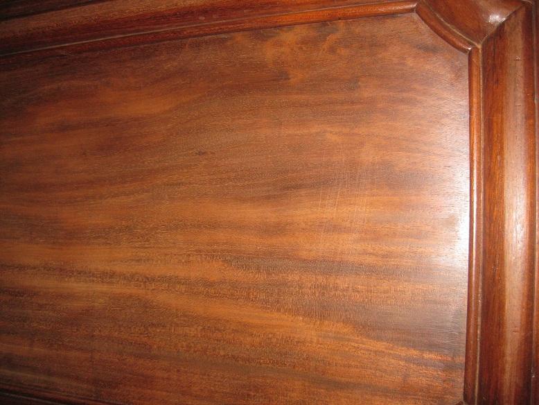 SOS taches sombres sur bois - buffet acajou - peinture plateau Img_2320